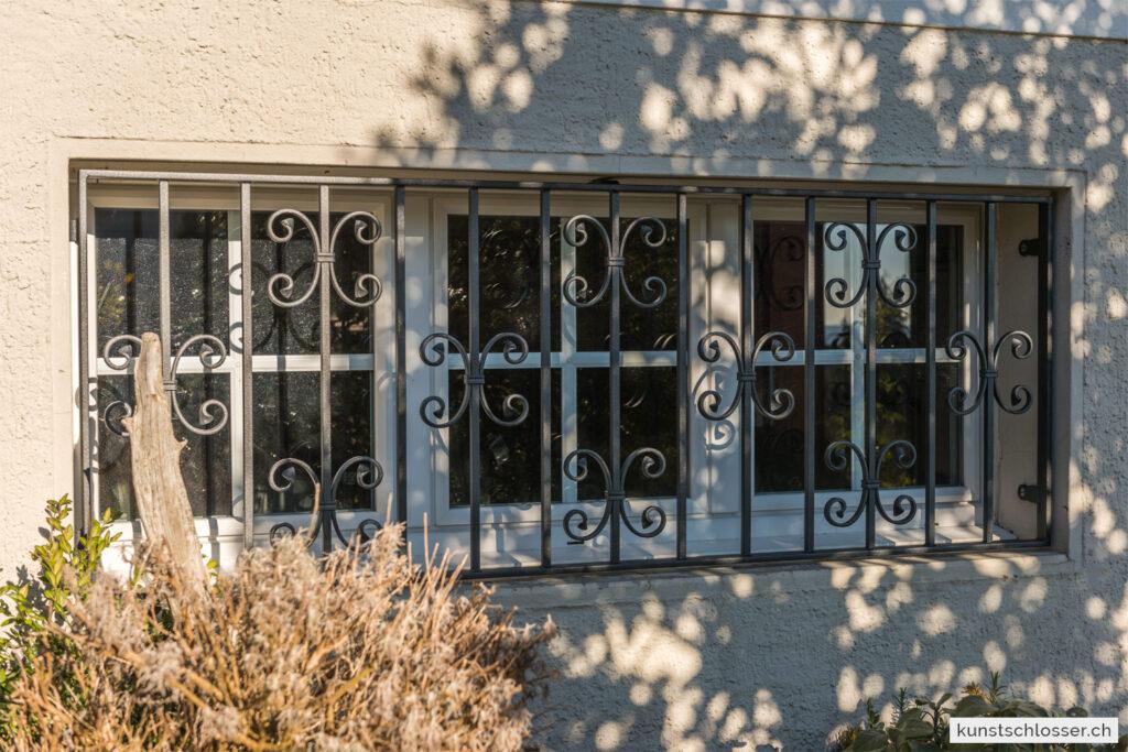 Geschmiedetes Fenstergitter, anthrazit